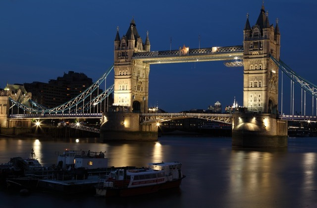 Full-service flights to London from $916 return. All departure cities under $1000 return!